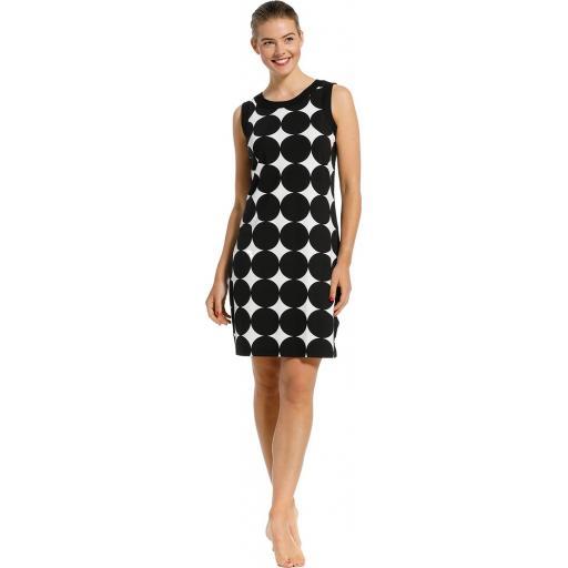 pastunette Black Circle Dress on model 2.jpg